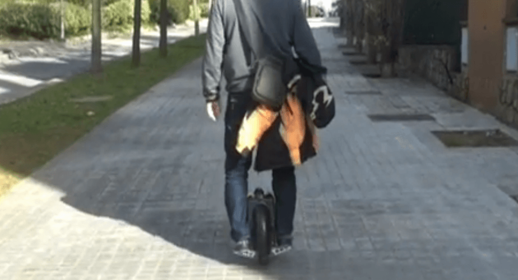 Llegando a casa con el monociclo electrico